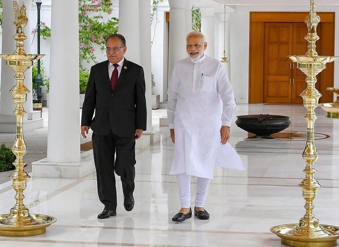 प्रमाणले देखाउँछ भारतका लागि कम्फर्टेबल ओली होइन प्रचण्ड हुन्, कहिले उपचारको बहाना त कहिले छोरी दिल्ली पठाएर हारगुहार