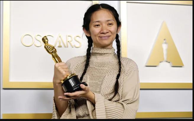 पहिलो अश्वेत महिला निर्देशक क्लोइ झाओ अस्कर पुरस्कार प्राप्त गर्न सफल !