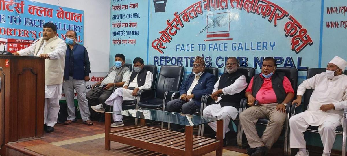 सर्लाहीको क्रियाशीलता विवाद: कांग्रेस नेताहरुले सत्यतथ्य बाहिर ल्याए, धर्ना बस्न उचाल्ने अमरेश सिंहको भण्डाफोर