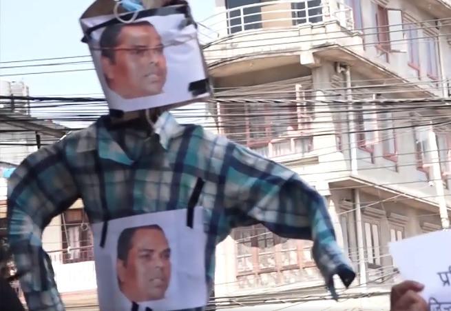 उपेन्द्र यादवको पुत्ला जल्यो : छाेरा नै विपक्षमा, जसपाको केन्द्रीय कार्यालयमा खैलाबैला